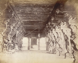 Interior of the Minakshi Sundareshvara temple, Madurai.